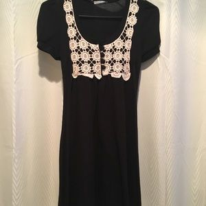 🔴Monteau black lace dress with tie size small